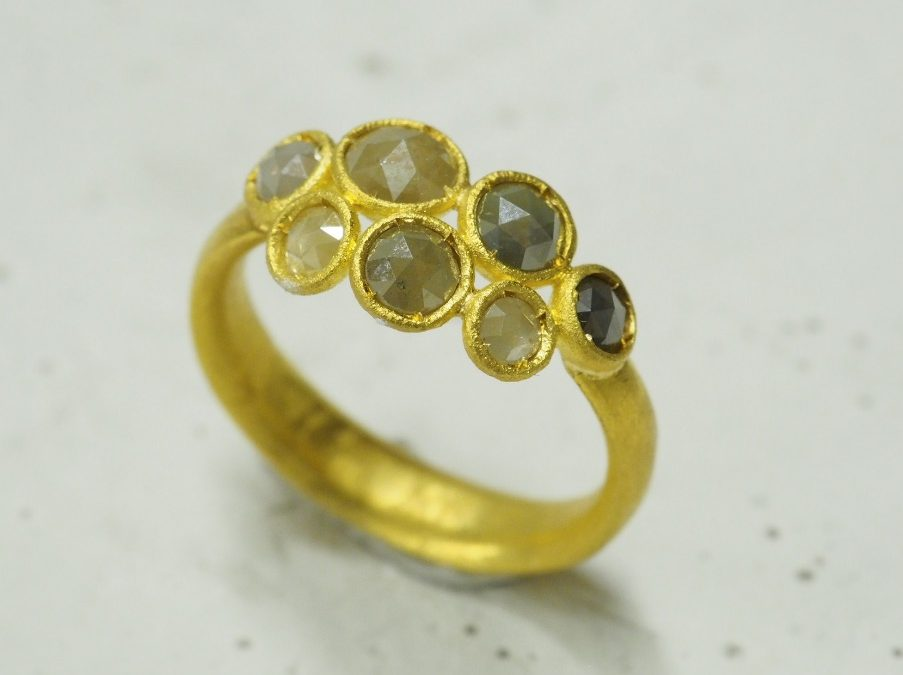 Ring mit 7 Diamantrosen