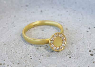 Wackelring mit 12 Diamanten